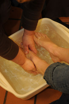 Outside of Alexander Dining Hall, faculty and staff washed the feet of those who were going barefoot with warm water and servant attitudes.